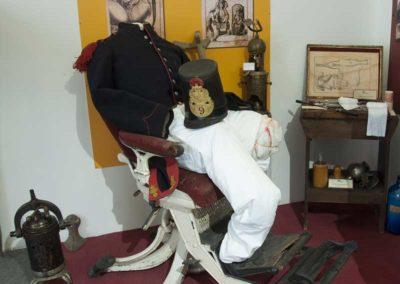 Scena amputazione e sedia in ghisa