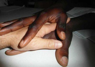 comunita accogliente mani